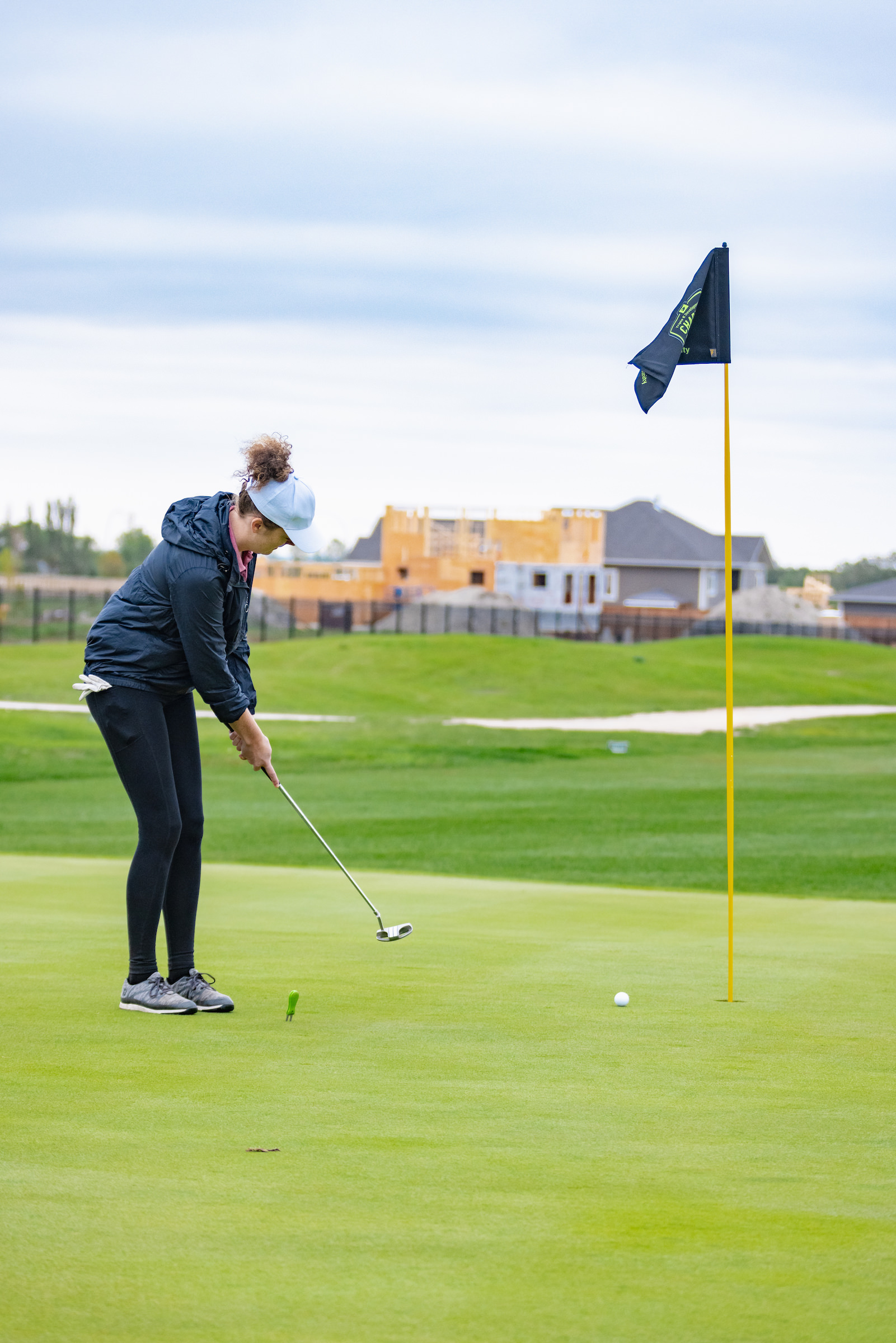 woman putts